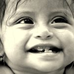 赤ちゃんに目やにが出たときにできる、適切な対処法と知識