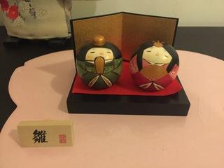 玄関に置くと可愛い!海外にも簡単に持ってこられる卯三郎こけしでひな祭り。