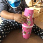 1歳児と工作〜紙コップと家にあるものでマラカス作り